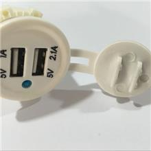 宇捷新款  车载手机充电器 白色双USB 5V 1A+2.1A     Z